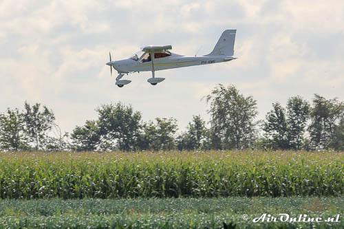PH-4M6 Tecnam P92 Echo Classic De Luxe komt binnen voor de landing