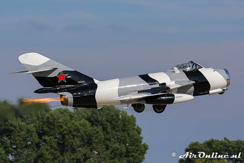 Mig15 in take-off met de vlam in de pijp op Oshkosh