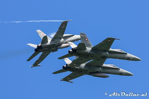 3x F/A-18A Hornet break