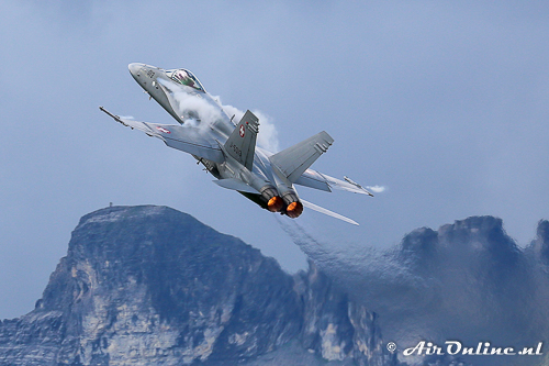 J-5013 F/A-18A Hornet Solo-display