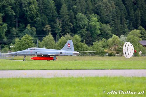 J-3005 Northrop F-5E Tiger II met remparachute