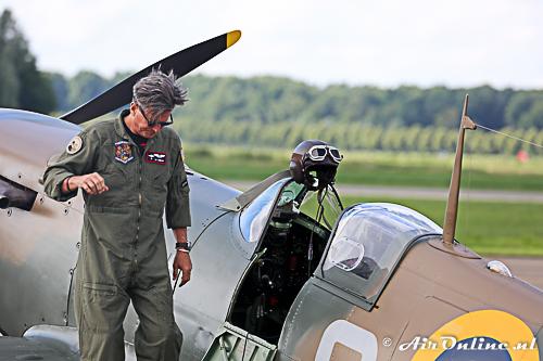 Ed Shiply is een van de piloten van de Spitfires