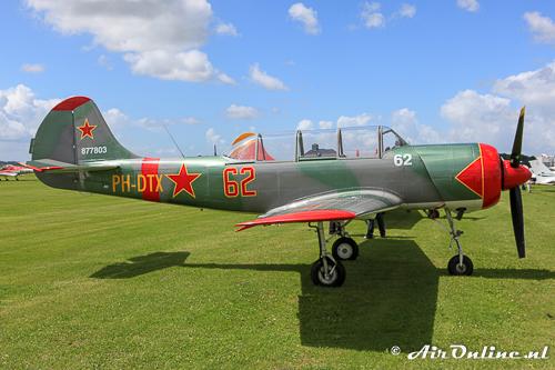 PH-DTX Yakovlev Yak-52 hoort thuis op Lelystad bij de Thunder Yaks