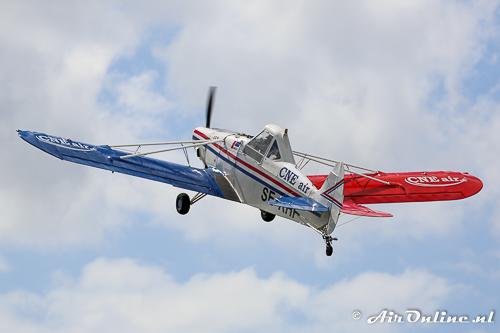 SE-KHF Piper PA-25-235 Pawnee D heeft net zijn reclamesleep afgeworpen