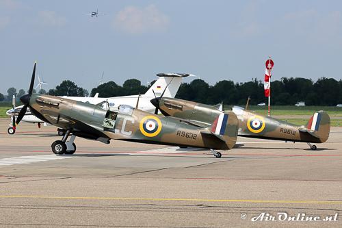 G-AIST/R9632 Supermarine Spitfire Mk.Ia + G-CGUK/R9612 Supermarine Spitfire Mk.I