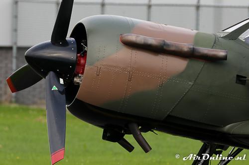 N699DP Yakovlev Yak-52TW met de fake uitlaatpijpen op de neus