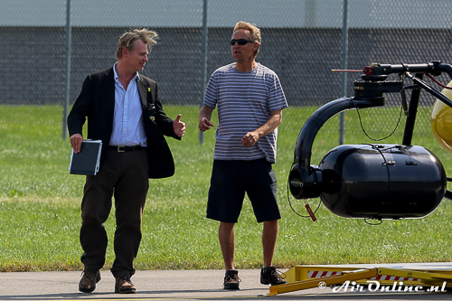 Christopher Nolan (l) bij de cameraheli