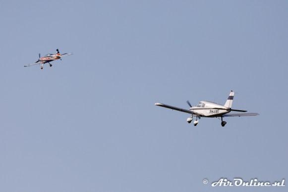 PH-ZWS Extra EA-300LT moet een doorstart maken vanwege de PH-VMT Piper PA-28-140 Cherokee B