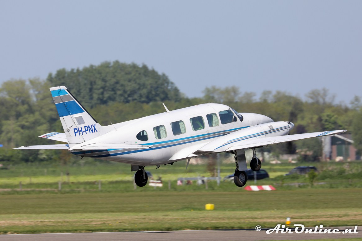 PH-PNX Piper PA-31-350 Chieftain