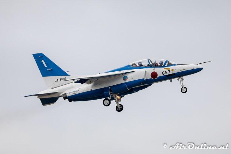 36-5697 / 1 Kawasaki T-4 Blue Impulse