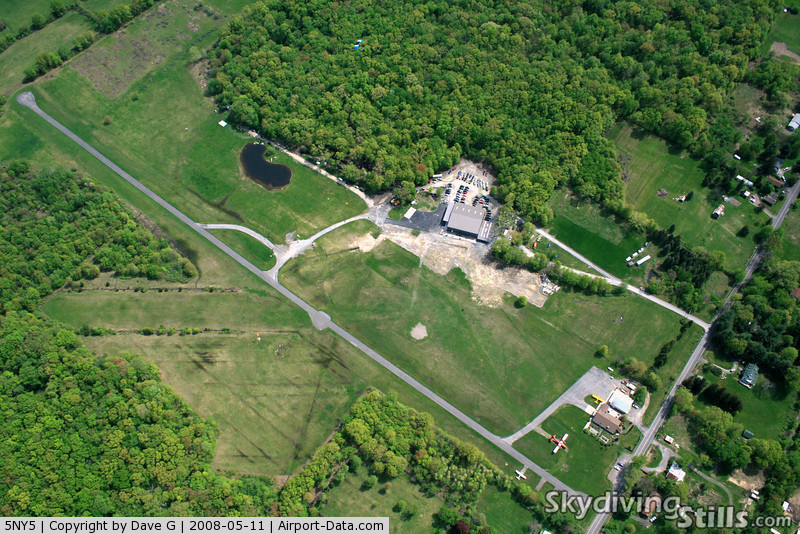 Gardiner Airport (5NY5) - Aerial photo of Skydive The Ranch, Gardiner, NY.