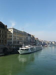 MS Treasures an der Schifflände in Basel anlässlich der Baselworld.