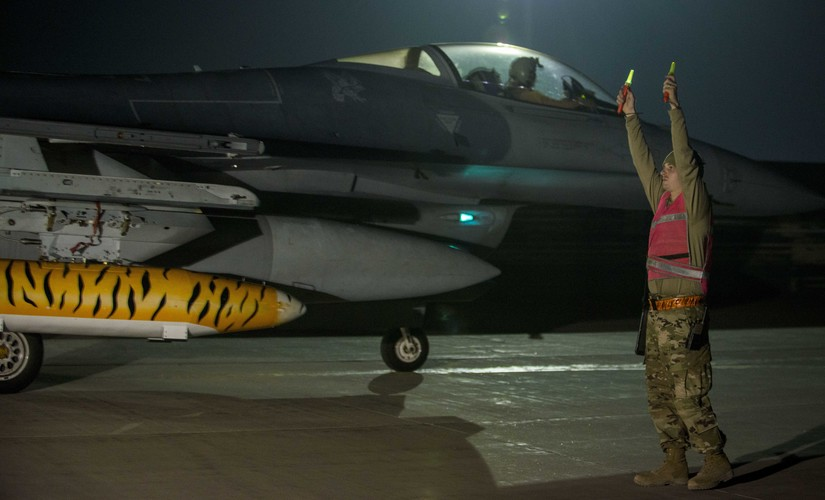 F-16s arrive at Bagram
