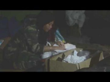 Pegawai Perubatan ATM merawat pesakit di Manik Urai