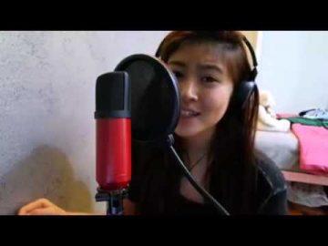 Nanyian Lagu selamat hari raya oleh Elizabeth Tan