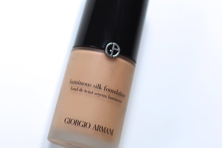 "Giorgio Armani ""Luminous silk foundation"""