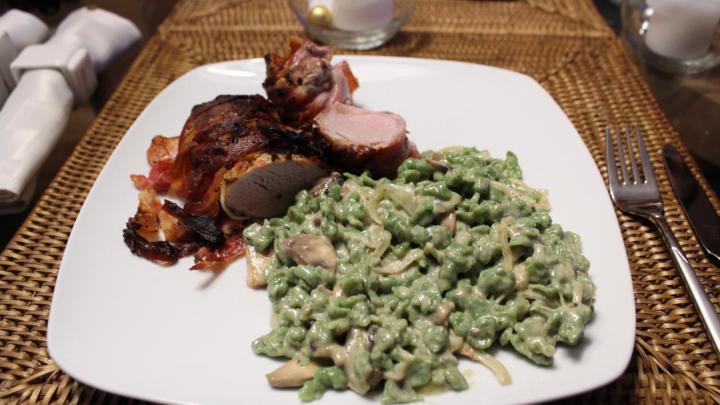Allgäuer Spinatspätzle aus dem Dutch Oven mit Schweinefilet