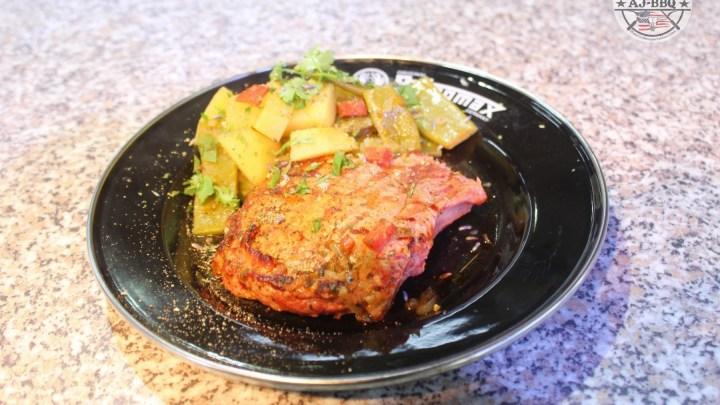 Kotelett und Bohneneintopf aus dem Dutch Oven