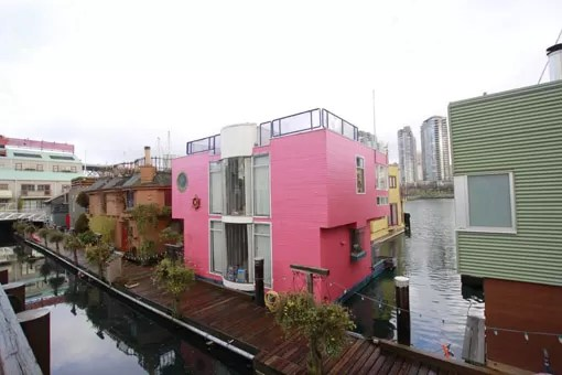 Casa Barbiesca em False Creek Vancouver