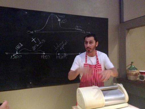 Chef Lucas Bustos dando aula