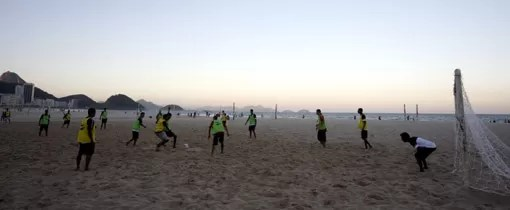 Futebol na praia