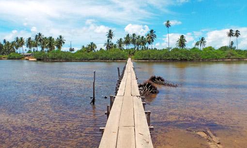 Ponte para chegar no rio