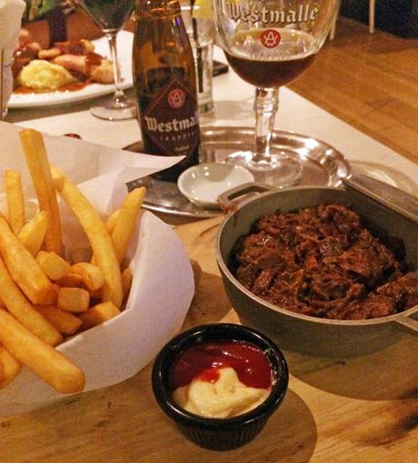 Prato e cerveja no Taste of Belgium