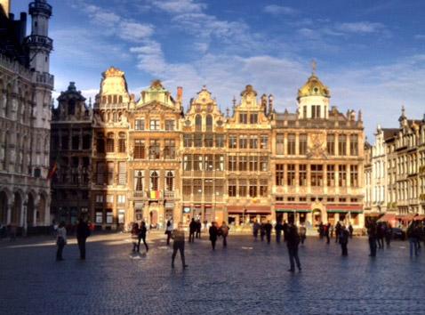 Bruxelas, chocolate, mexilhão e o Delirium Café