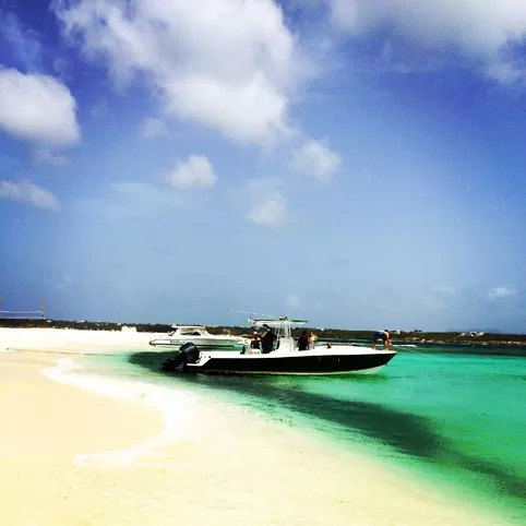 lancha Sandy Island