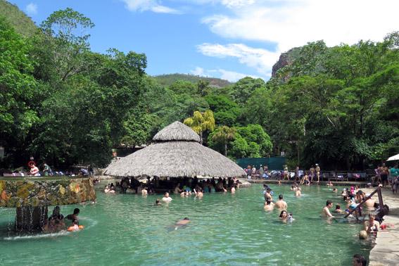 Parque das fontes piscina