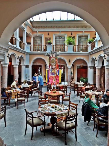 Hotel Patio Andaluz Quito - mesas cafe da manha