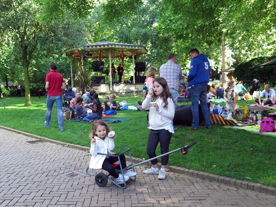 Amsterdam com criança Artis Zoo, o zoológico de Amsterdam
