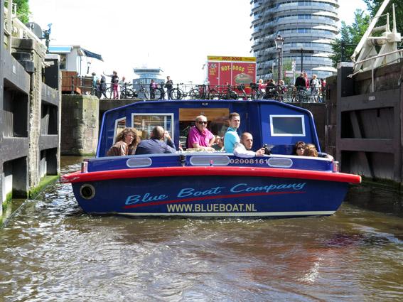 Amsterdam com criança passeio barco amsterdam