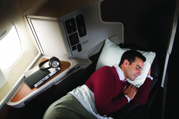 dormindo no assento da executiva da American Airlines