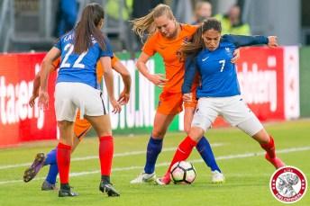 07-04-2017: Voetbal: Vrouwen Nederland v Frankrijk: Utrecht Sakina Karchaoui of France, Desiree van Lunteren of The Netherlands,Amel Majri of France