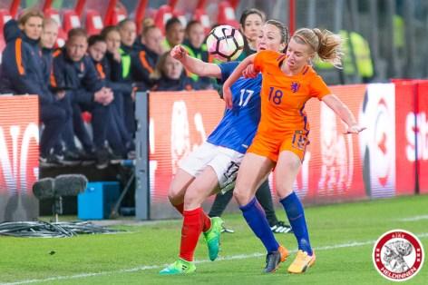 07-04-2017: Voetbal: Vrouwen Nederland v Frankrijk: Utrecht Gaetane Thiney of France, Jackie Groenen of The Netherlands