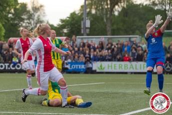 19-05-2017: Voetbal: Vrouwen Ajax v ADO den Haag: Amsterdam Inessa Kaagman of Ajax scoort 1-0 voor Ajax