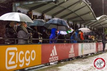 08-12-2017: Voetbal: Vrouwen Ajax v FC Twente: Amsterdam eredivisie vrouwen Sportpark de toekomst seizoen 2017-2018 L-R Publiek Ajax