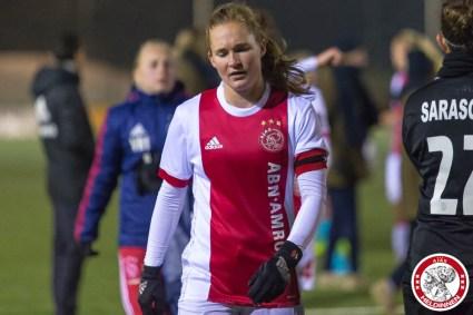 12-12-2017: Voetbal: Vrouwen Ajax v FC Twente: Amsterdam eredivisie vrouwen Sportpark de toekomst seizoen 2017-2018 L-R balende Desiree van Lunteren of Ajax