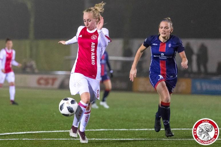 /26-01-2018: Voetbal: Vrouwen Ajax v vv Alkmaar: Amsterdam eredivisie vrouwen Sportpark de toekomst seizoen 2017-2018 L-R Inessa Kaagman of Ajax, Jaimy Visser of VV Alkmaar