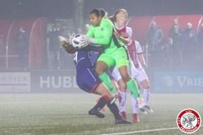 /26-01-2018: Voetbal: Vrouwen Ajax v vv Alkmaar: Amsterdam eredivisie vrouwen Sportpark de toekomst seizoen 2017-2018 L-R Katja Snoeijs of VV Alkmaar botst met Paulina Quaye of VV Alkmaar