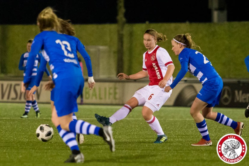 16-03-2018: Voetbal: Vrouwen Ajax v PEC Zwolle: Amsterdam Sportpark de Toekomst seizoen 2017-2018 L-R Sisca Folkertsma of Ajax Shanel Smid (of Pec Zwolle)