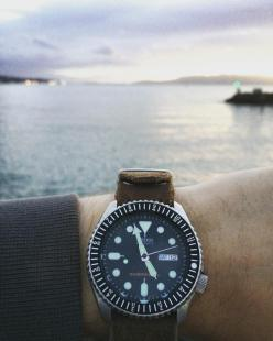 Salish Sea + 12hr and minute elapse bezel (black)