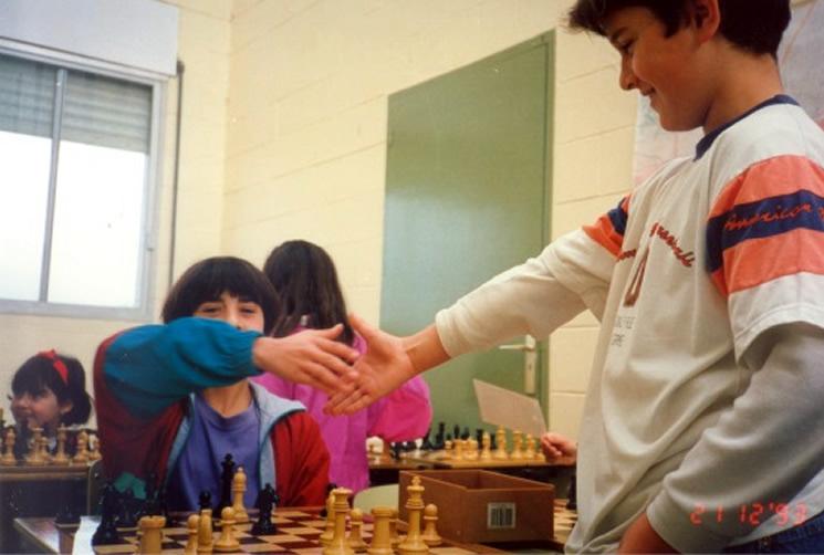 Excelente material para aplicar ABP (Aprendizaje Basado en Proyectos) ya que podemos conectar el ajedrez escolar y educativo y motivar a nuestros alumnos fomentando su creatividad. Además aporta muchas fuentes bibliográficas a las que poder acudir si se necesita profundizar en un campo específico: matemáticas, psicomotricidad, musical…  ¡Enhorabuena a Joaquín y todos los colaboradores! COMPARTIR ES CRECER