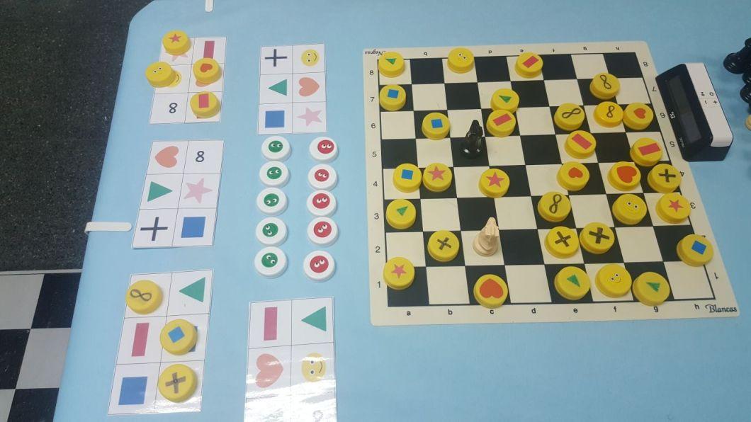 Chesstratego juego de estrategia