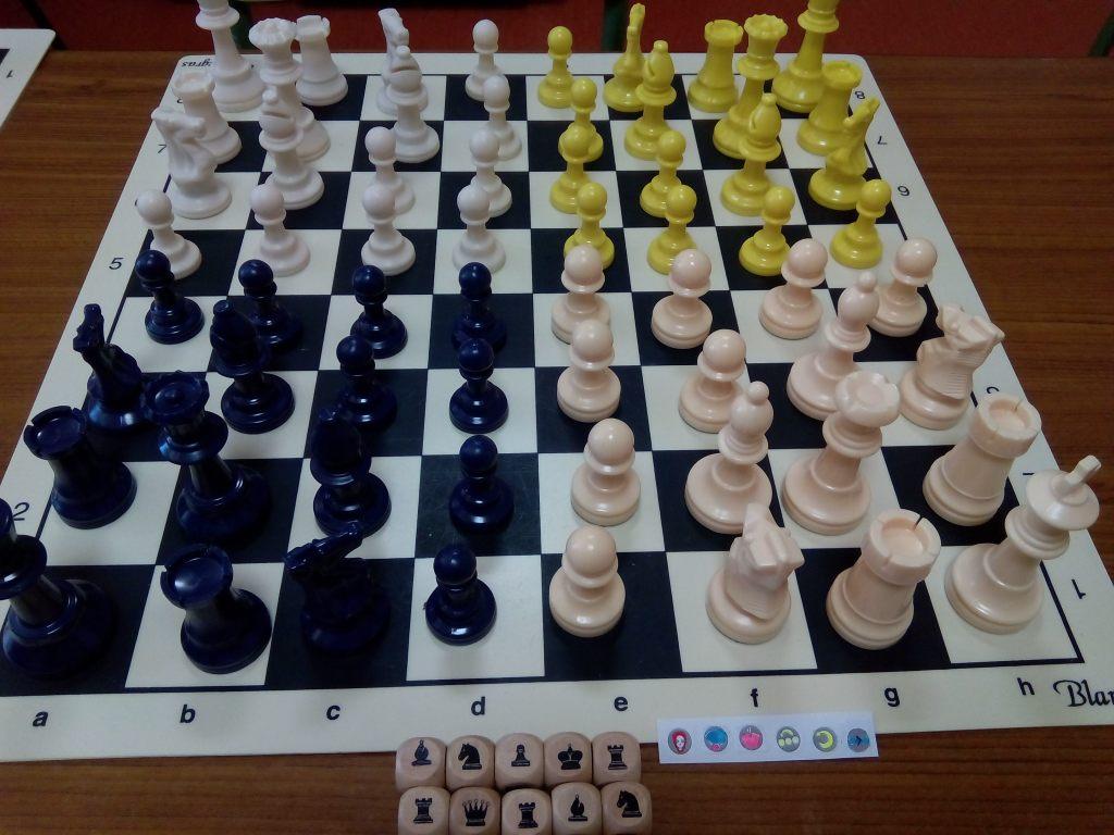 Parchess: ajedrez y parchís