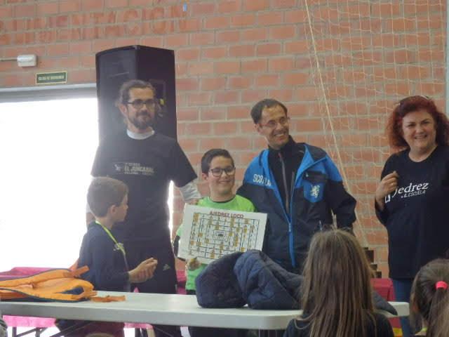 ambién sorteamos Un Ajedrez Loco entre todos los participantes en la sección de Retos del Encuentro.