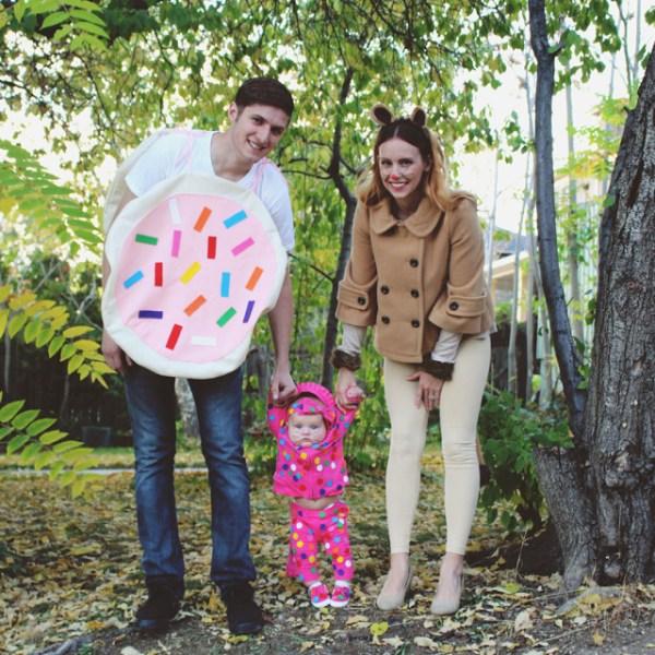 My Family Costume + Simple DIY Lion Costume