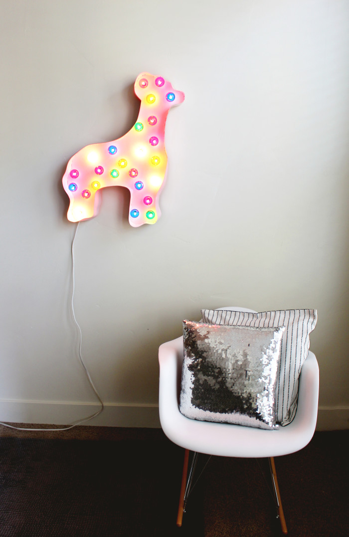 Make an animal cookie marquee light for little's rooms or for party decor! Via A Joyful Riot
