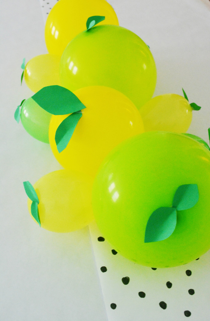 Lemon + Lime Balloon Centerpiece for a fruity party @ajoyfulriot